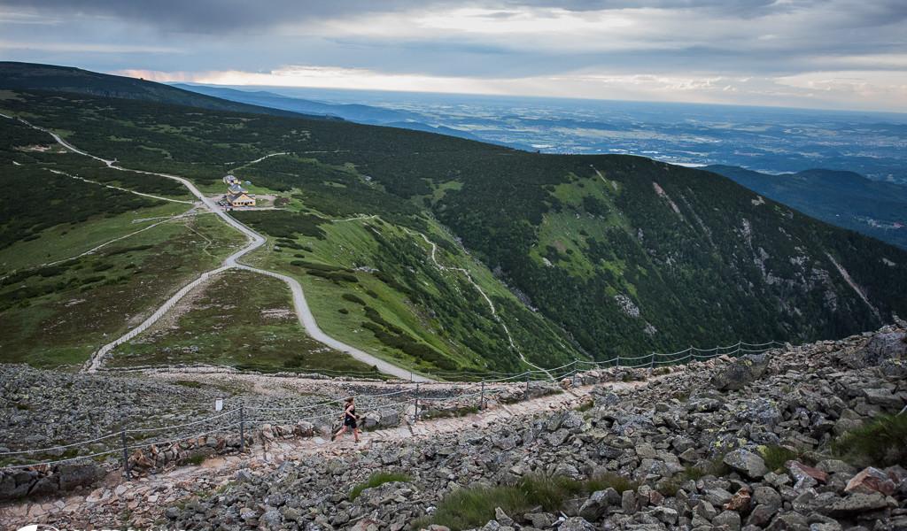 Widok spod szczytu Śnieżki. Fot. Piotr Dymus