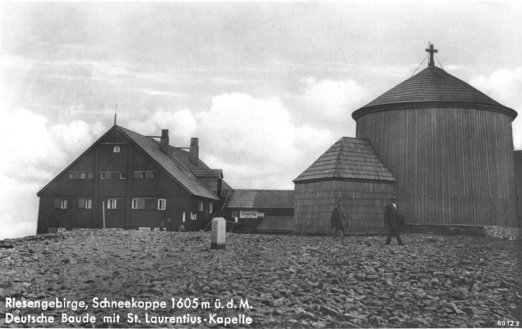 Przedwojenne schronisko na szczycie Śnieżki (pocztówka z 1938 roku), fot.: domena publiczna