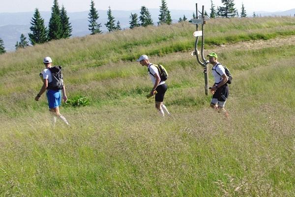 Wojtek, Szymon i Krzysiek na trasie pierwszego etapu Karpackiego Wyzwania - z Nowego Targu do Bratysławy - w sumie 2100 kilometrów na butach i 1000 kilometrów kajakiem karpacki tercet pokonał w 56 dni