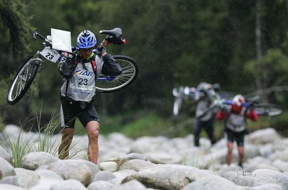 Ciekawostka z nowozelandzkich mistrzostw - jeden z etapów roweru górskiego prowadził przez 12 kilometrów dnem wyschniętego potoku. W SPDach po potężnych głazach - sama przyjemność.
