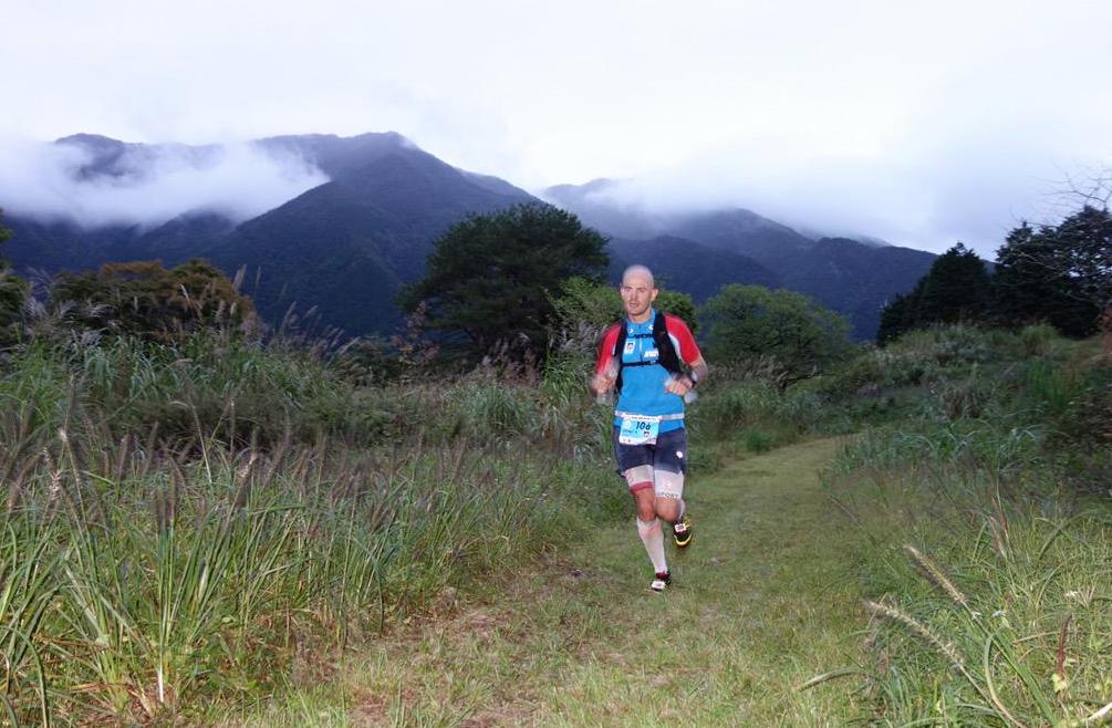 Gediminas Grinius podczas biegu Ultra Trail Mount Fuji. Fot. www.irunfar.com
