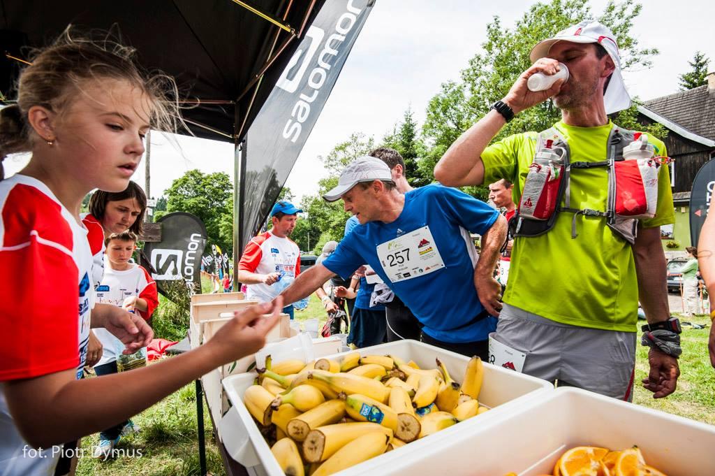 Punkt żywieniowy na Supermaratonie Gór Stołowych. Fot. Materiały organizatora