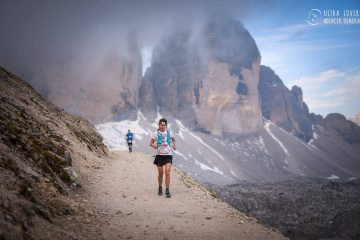 W tle, za Agą, Trzy Cimy, które akurat postanowiły się ukryć w chmurach. Fot. Ultralovers/ Jacek Deneka