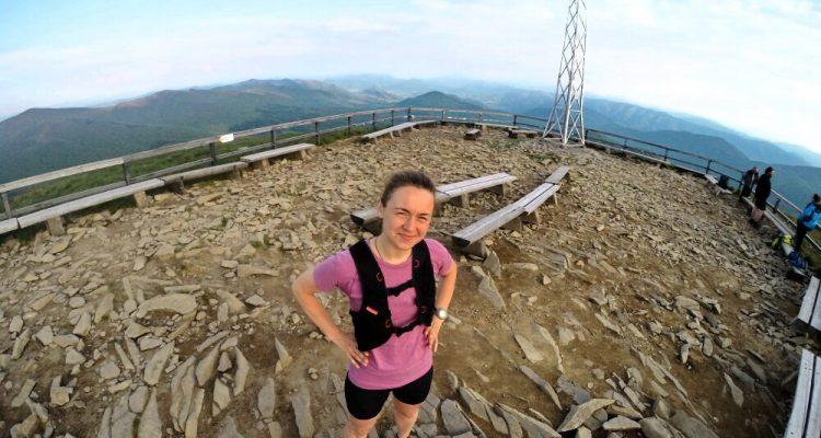 Viola Piatrouskaya na Tarnicy, podczas jednego z wyjazdów Korony Gór Polski. Fot. Dominik Kaczorek