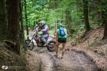 Tutejsze, górskie ścieżki są atrakcyjne nie tylko dla biegaczy, spacerowiczów i rowerzystów. TriCity Trail 2015. Fot. Piotr Dymus