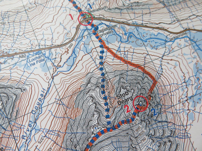 Podejście i grań Curved Ridge. Po lewej stronie opcja na złą pogodę