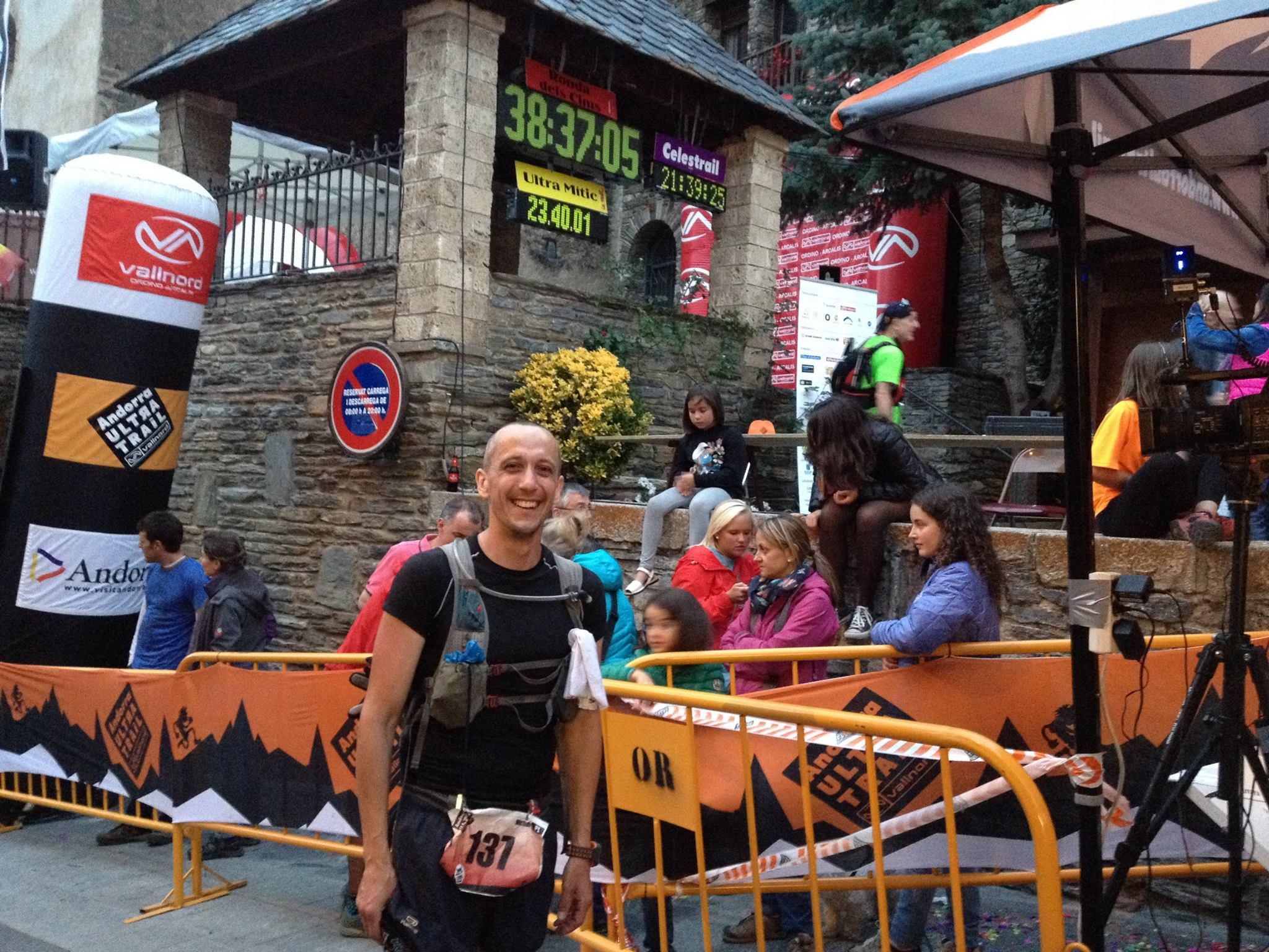 Michał Kołodziejczyk na mecie Andorra Ultra Trail. Fot. Archiwum autora