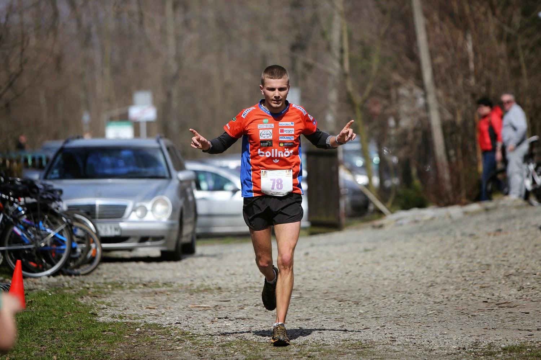 Maraton Leśnik Zima - Ilya biegnie po pierwsze miejsce. Fot. Materiały organizatora
