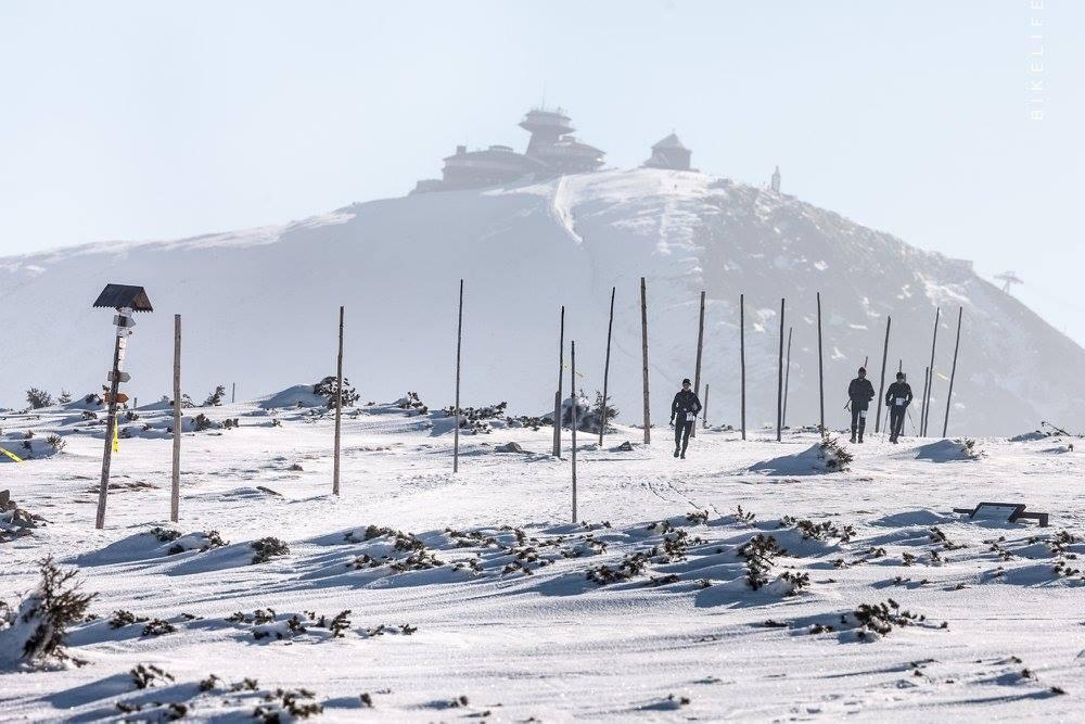 Śnieżka w tle. Fot. Bikelife
