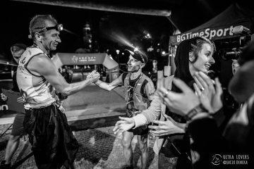 Łukasz Sagan po Biegu 7 Szczytów, na mecie z Rafałem Bielawą. Chłopaki przybiegli razem wygrywając zawody. Fot. Ultra Lovers/Jacek Deneka