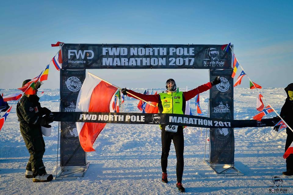 Piotr Suchenia wygrywa maraton na biegunie północnym. Fot. Materiały organizatora